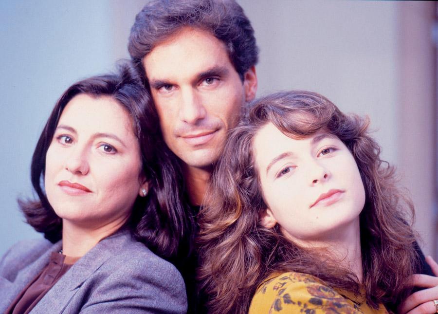 Com o galã Vitor Fasano e Cláudia Abreu em Barriga de Aluguel (1990)