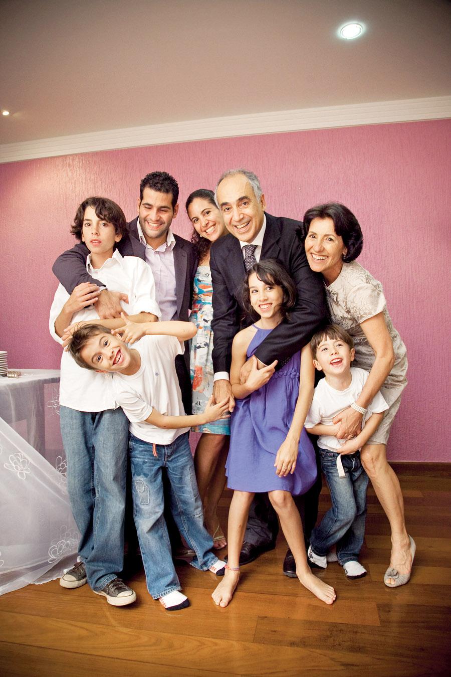 No casamento, com João, os dois filhos dele (atrás) e os quatro filhos dela (na frente)