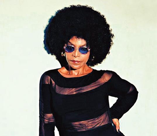 SOS cabelo - Quando vou gravar passo o Frizz-Ease, da John Frieda, para proteger os cabelos do tempo. Nunca se sabe o que vamos encontrar em uma externa