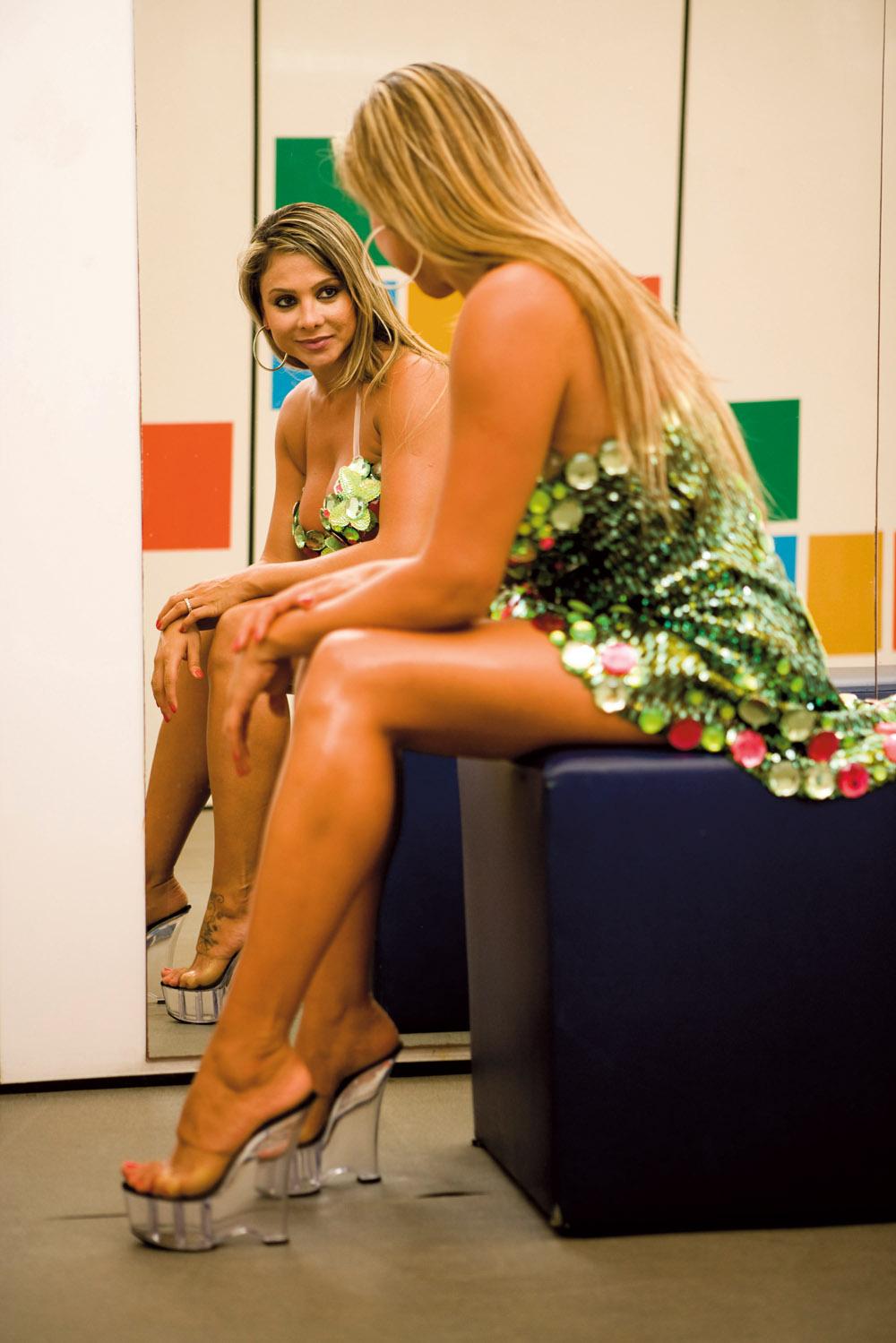 Glenda Santos - Musa da Mangueira, ela tem experiência no Jogo da Avenida: já apareceu em abertura de novela, posou nua e, agora, está toda toda como destaque da escola de samba