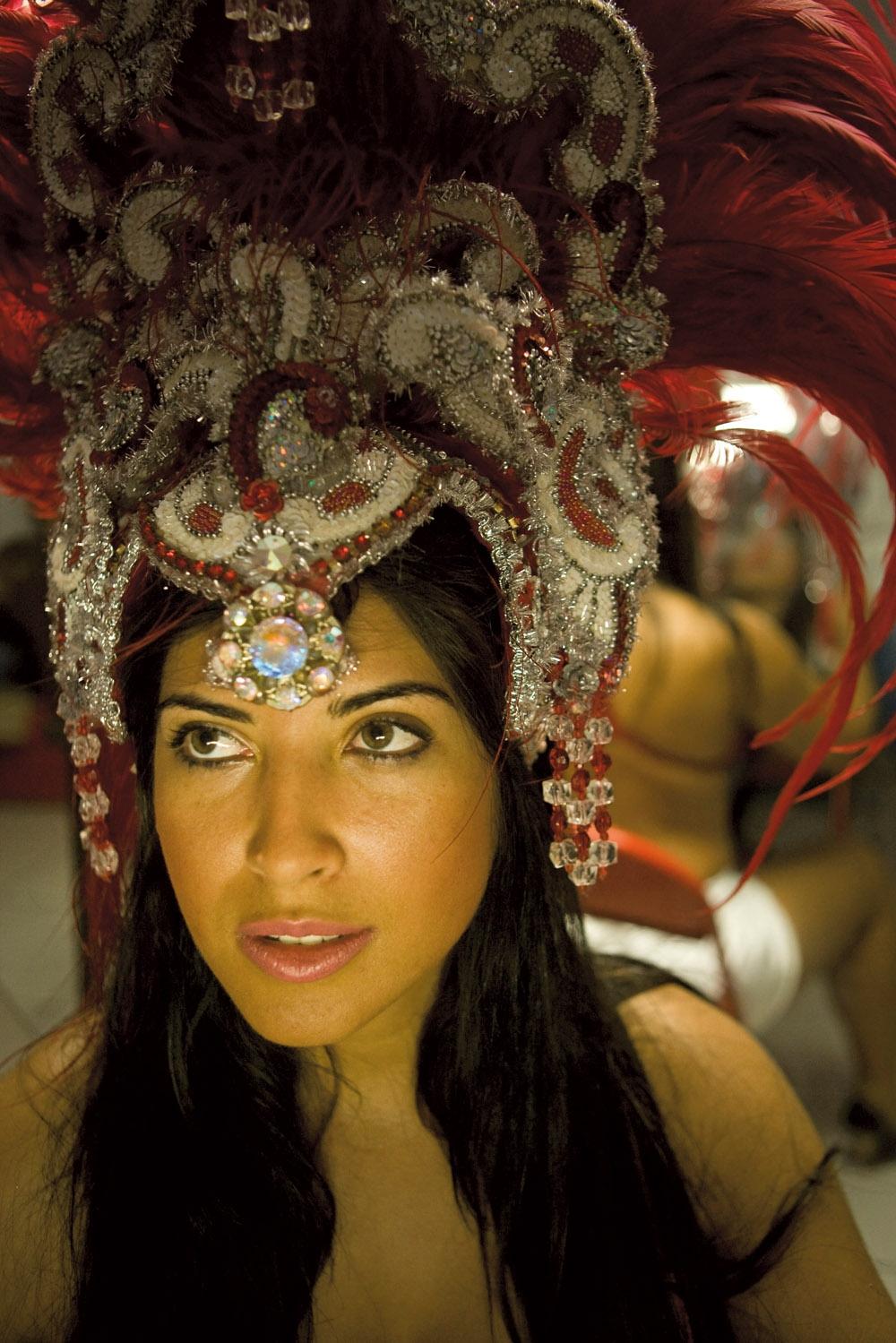 Priscila Pires, ex-BBB, estreia este ano como musa da Salgueiro. Um mês antes do Carnaval, rala nas aulas de samba para não atravessar na avenida