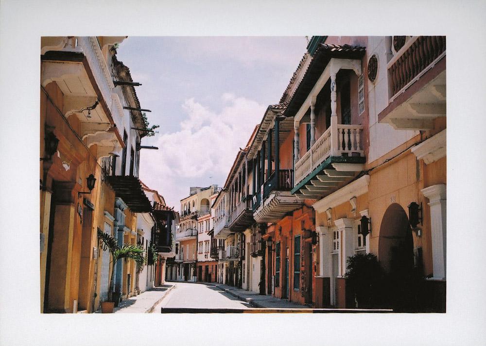 Os balcões (varandas) de madeira das casas são herança dos espanhóis