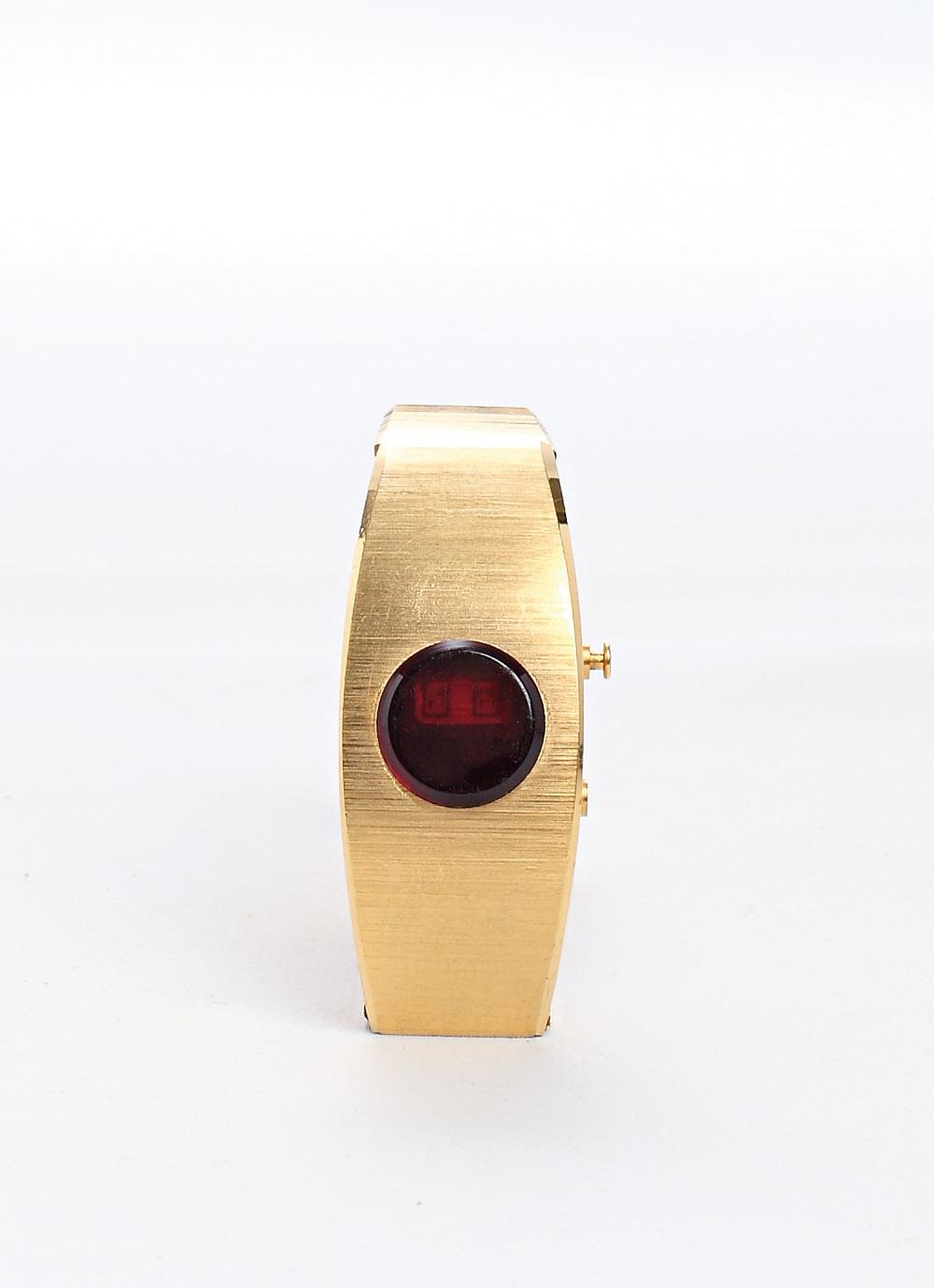 """Relógio """"É dos anos 70, faço coleção"""""""