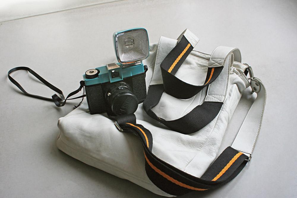 11h Levo minha câmera Lomo para todos os cantos. Fotografo tudo com ela, até reunião de trabalho.