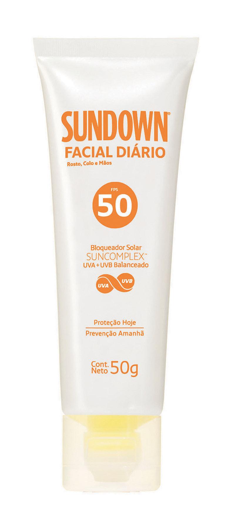 """Solar - """"Adoro tomar sol, passo protetor 50 no rosto e colo e 30 no resto do corpo, uso o Sundown ou o Nívea mesmo. Quando viajo para fora compro protetores diferentes"""""""