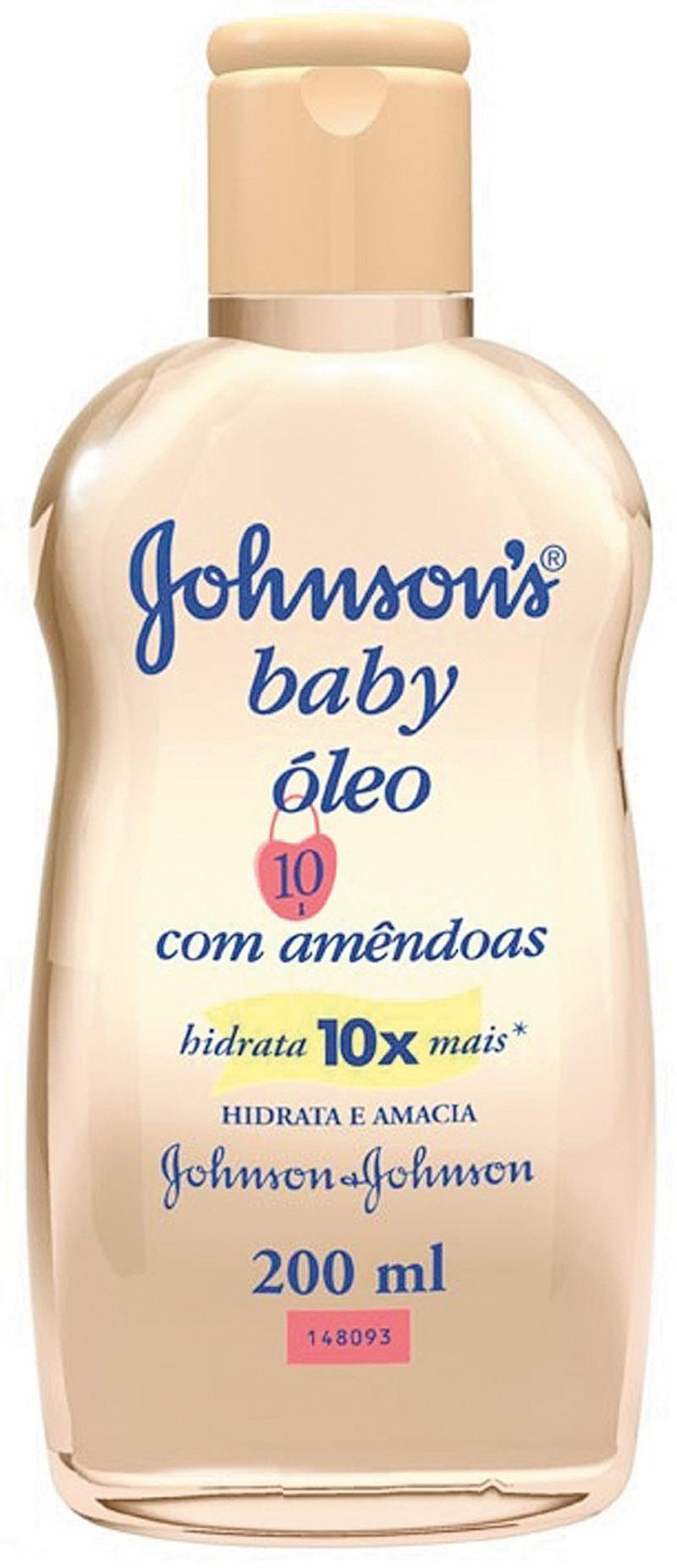 """Prático - """"No banho, eu uso o Óleo Johnson's com amêndoas. Como tenho preguiça de passar hidratante depois do banho, isso resolve minha vida"""""""