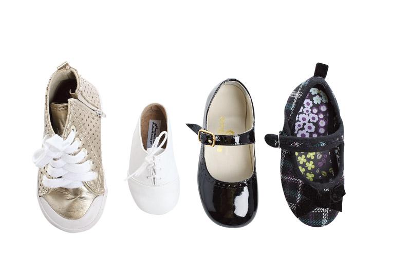 """Sapatos da minha bebê """"Costumo comprar sapatos para minha filha, muitos ela nem usou."""""""