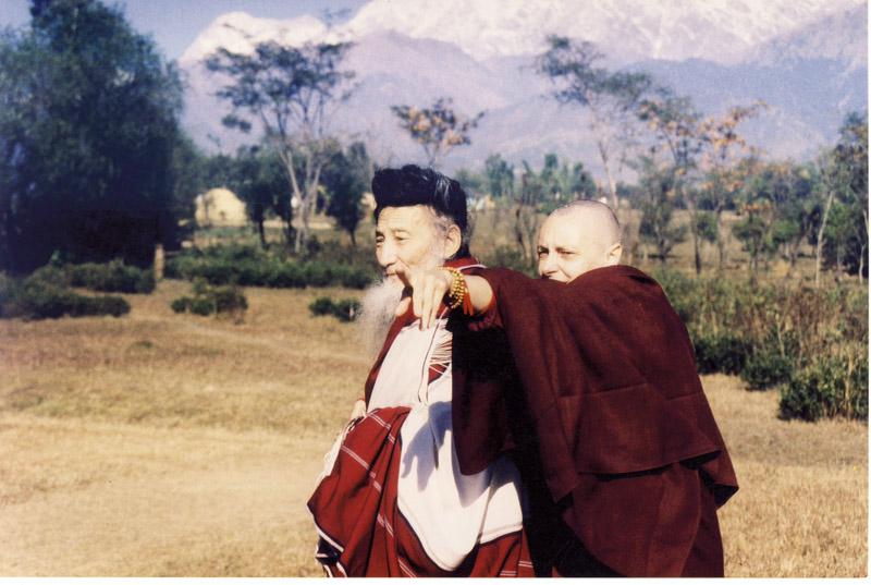 Togden Amtin e Tenzin nas terras do DGL. Os togdens representam a elite dos meditadores