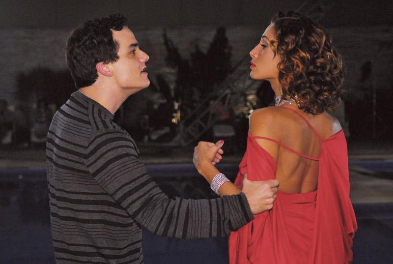 Com Camila Pitanga, em Paraíso Tropical (2007)