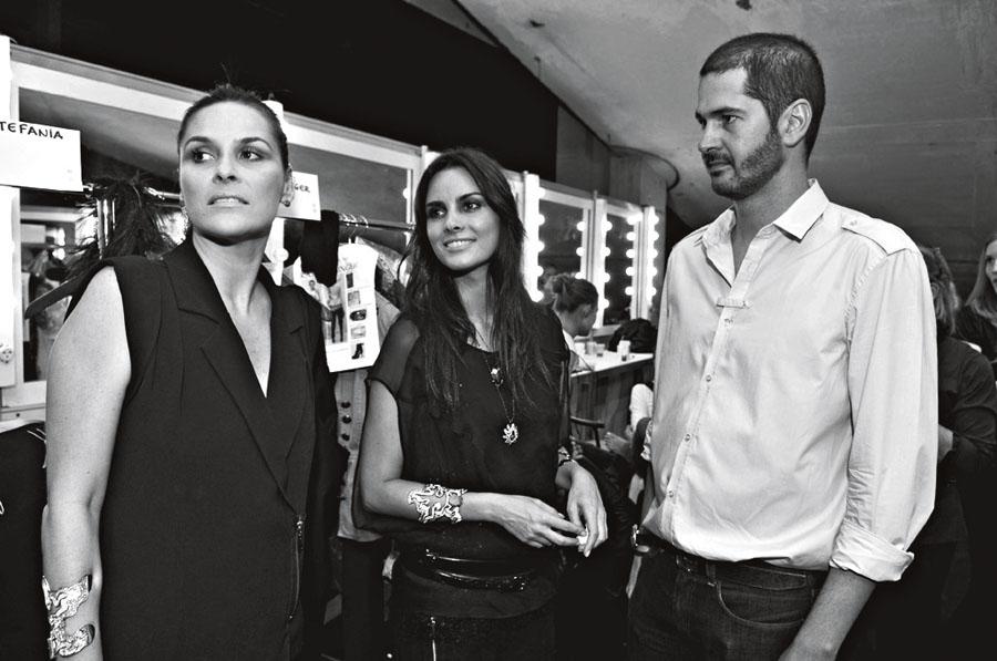 O trio de sócios da marca: Daniela, Cris e Luiz Felipe, nos bastidores do desfile da coleção outono-inverno 2010