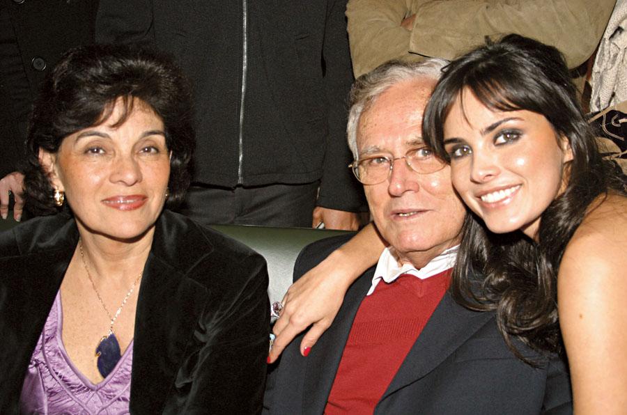 Com os pais, no desfile da coleção verão 2005