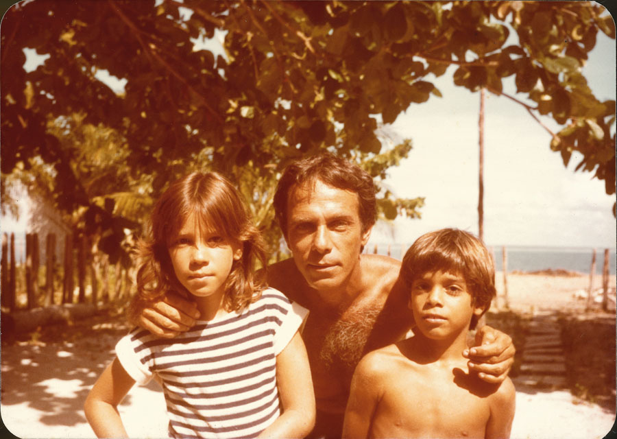 Com o pai e o irmão, em Barra Grande (BA), em 1985