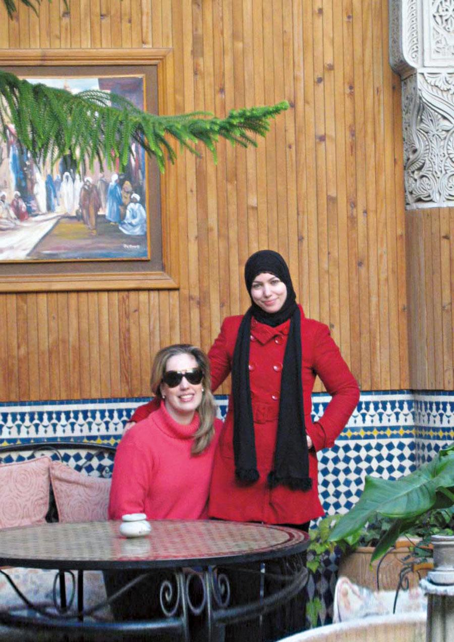 Em Marrakesh com Laila, uma amiga muçulmana pesquisadora que estuda o corpo feminino no imaginário social do Islã , em 2008