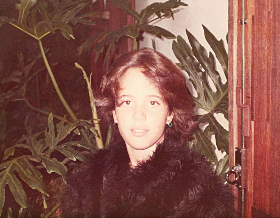 Perua assumida desde adolescente: brincando de se vestir com as roupas glamorosas da mãe, em 1988