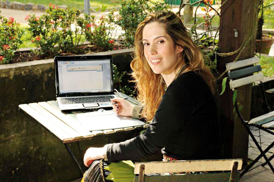 Em 2007, treinando assinatura digital para o lançamento do e-book de seu livro, em Paraty