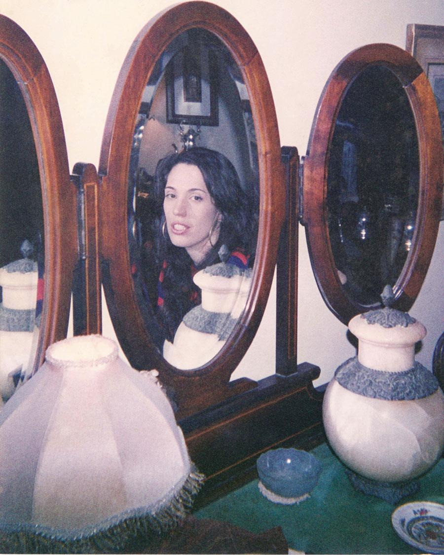 Perdida no Espelho, título de sua dissertação de mestrado, defendida aos 24 anos, em 2001