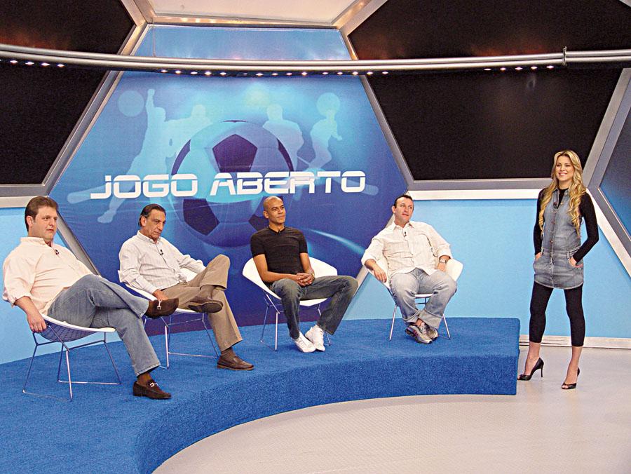 No comando do 'Jogo Aberto', mediando o papo entre os comentaristas e Alex Silva, do São Paulo