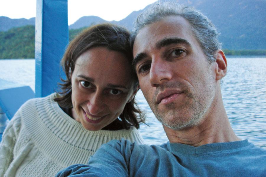 Com Luiz, em saco do Mamanguá, Paraty (RJ), em 2008