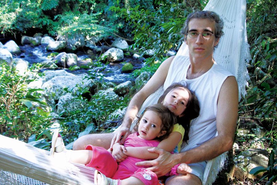 Luiz e as meninas em Ilhabela