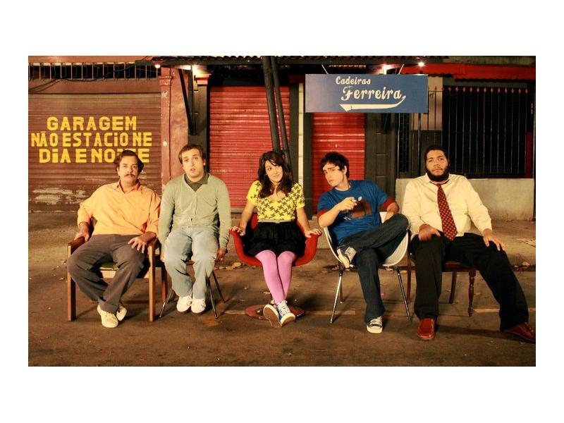 Com o elenco de Vendemos Cadeiras