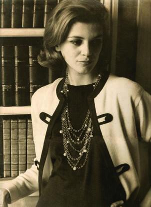 Em 1960, modelando Chanel