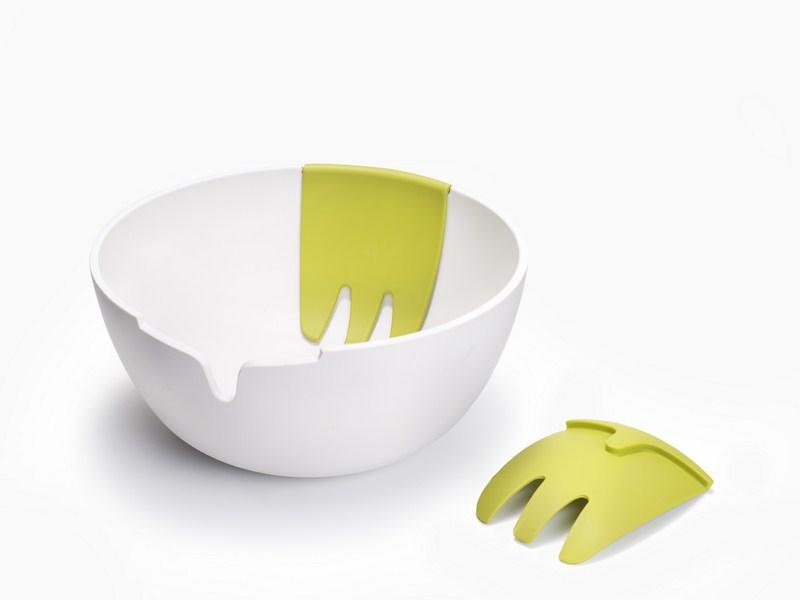 Saladeira com pegadores integrados Hands On da Joseph Joseph, à venda na Doural (www.doural.com.br)