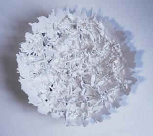 Uma das tigelas feitas a partir de soldadinhos de plástico
