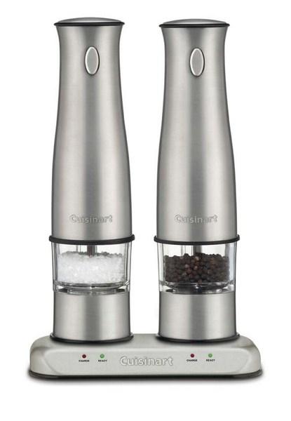 O moedor de sal e pimenta elétrico da Cusinart ilumina seu alimento com LED enquanto você moe, à venda na Spicy (www.spicy.com.br)