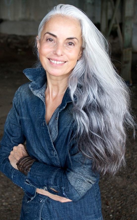 A modelo e fotógrafa Yasmina Rossi