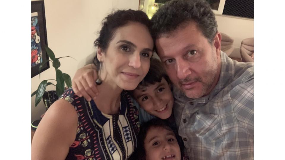 Malu com o marido, Vinicius, e os filhos, Gabriel e Marina