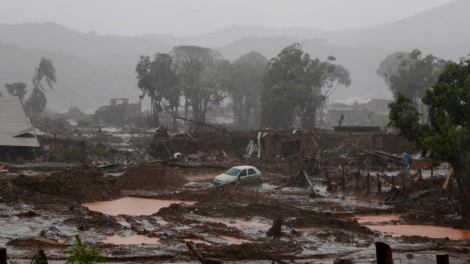 Um tsunami de lama com rejeitos de minérios, uma catastrofe.