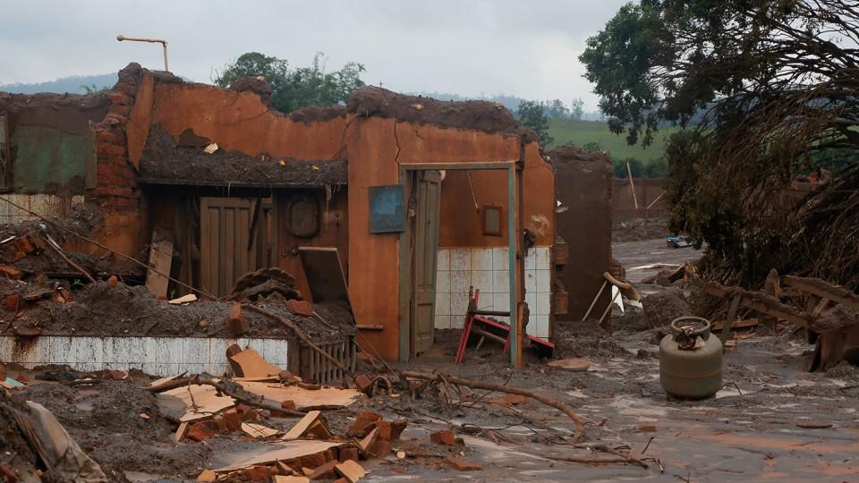 Dez dias depois do rompimento da barragem, o que restou de Bento Rodrigues.