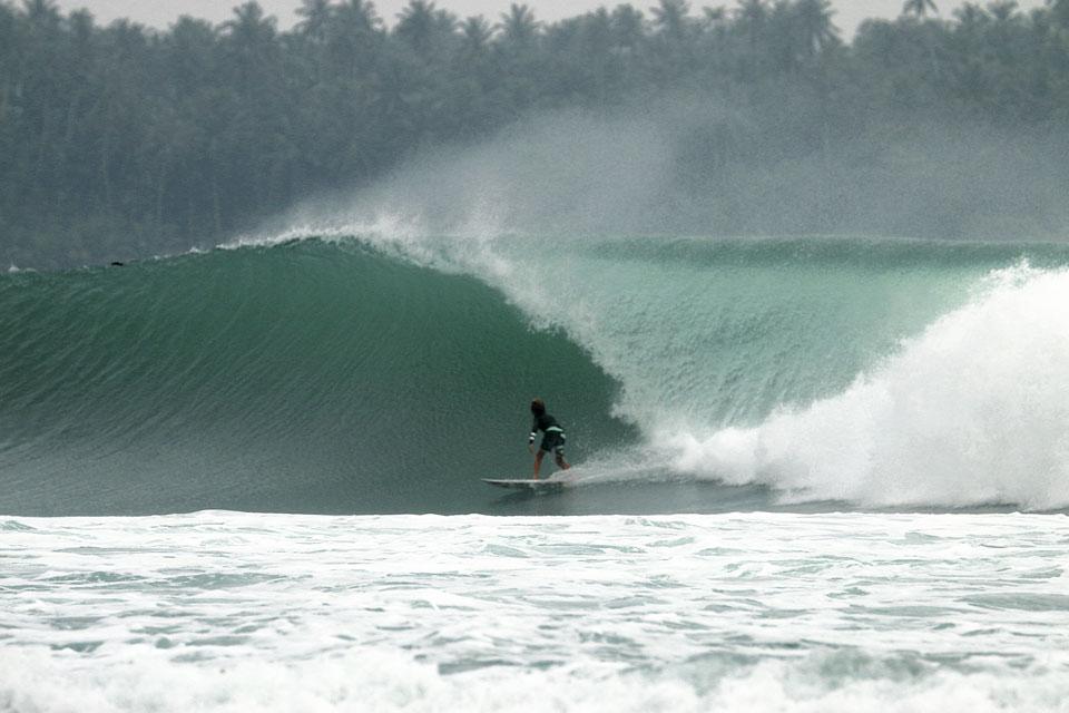 Pouca idade e muito surf: Rodrigo Saldanha, 11 anos, na Indonésia