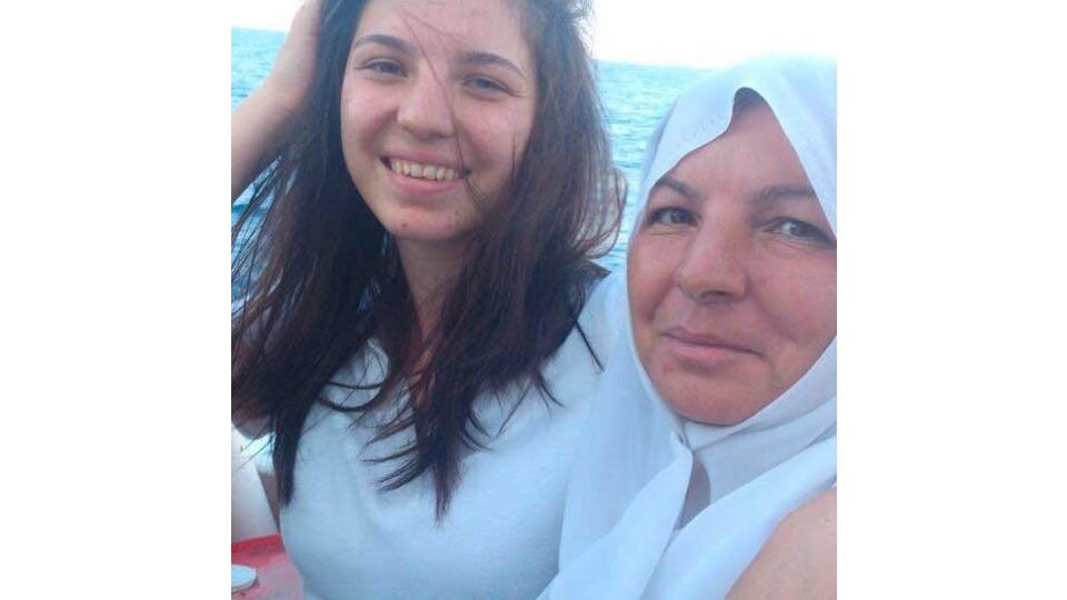 Noor com a mãe