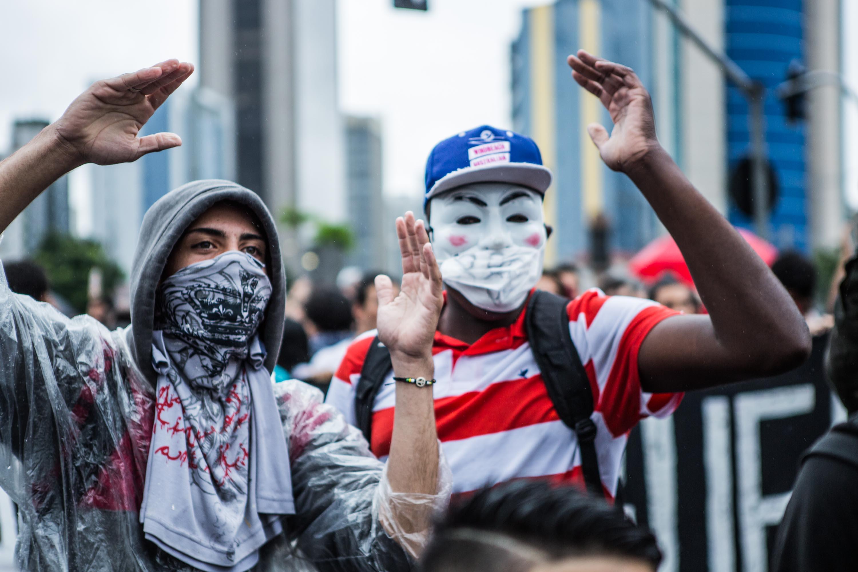 Manifestantes protestam contra o aumento da tarifa do transporte público, em São Paulo.