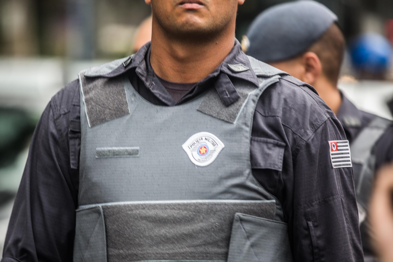 Policial sem identificação em dia de manifestação contra o aumento da tarifa do transporte público, em São Paulo.