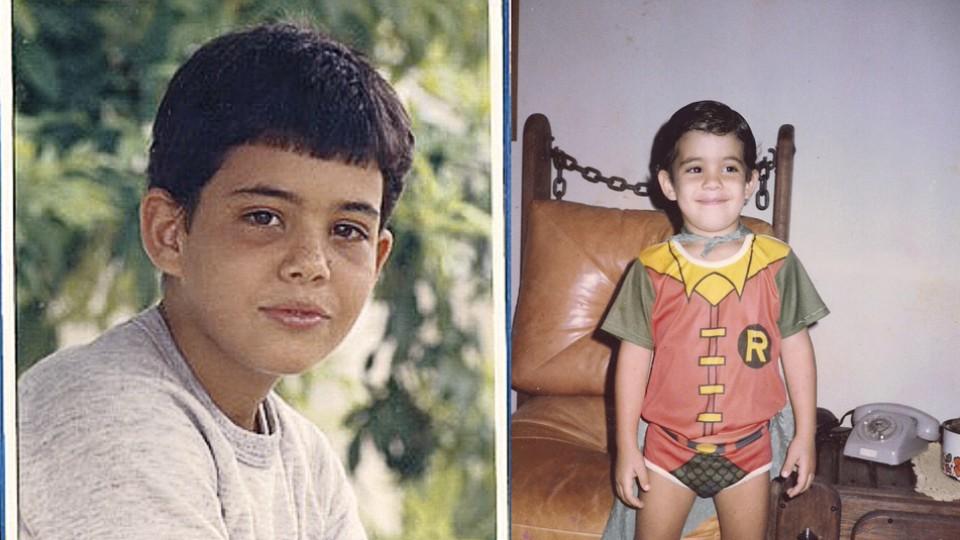 Na infância. Fantasiado de Robin, seu herói