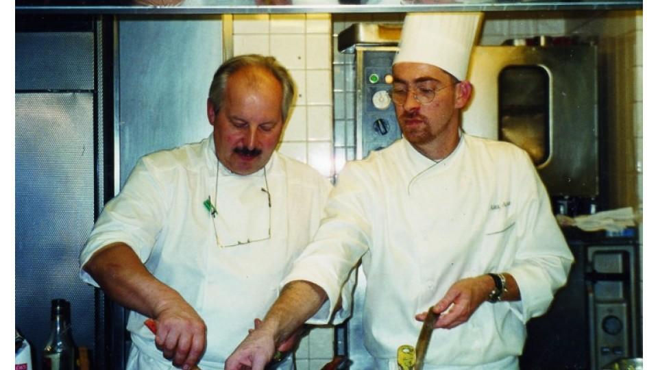 Em momento mestre-cuca, dando aula no imponente Cordon Bleu em 1998