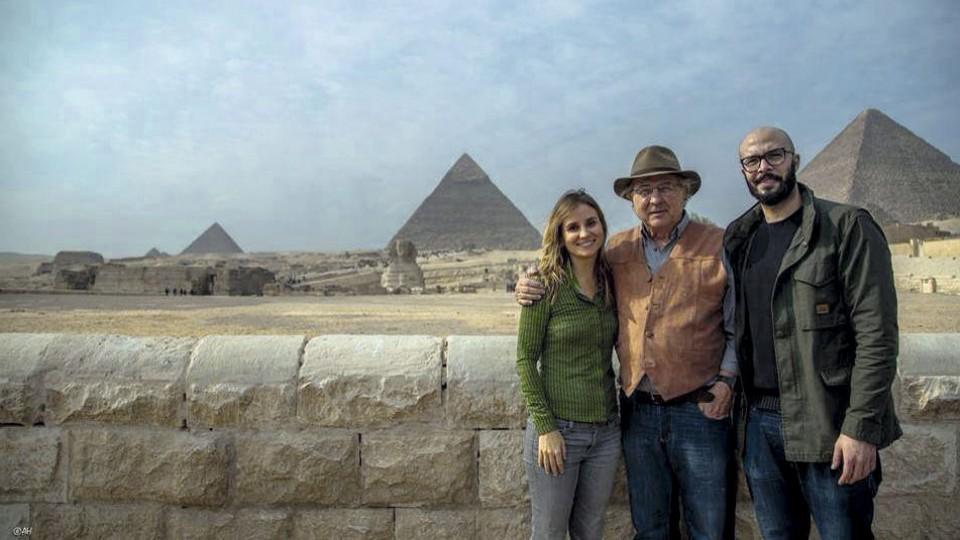 Com o pai e o cineasta Muhammed Hamdy no Cairo