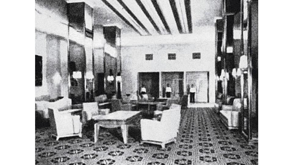 """Inaugurado em 1951 com o slogan """"O melhor e mais luxuoso cinema da América Latina"""", tinha decoração inspirada nas """"Mil e uma noites"""""""