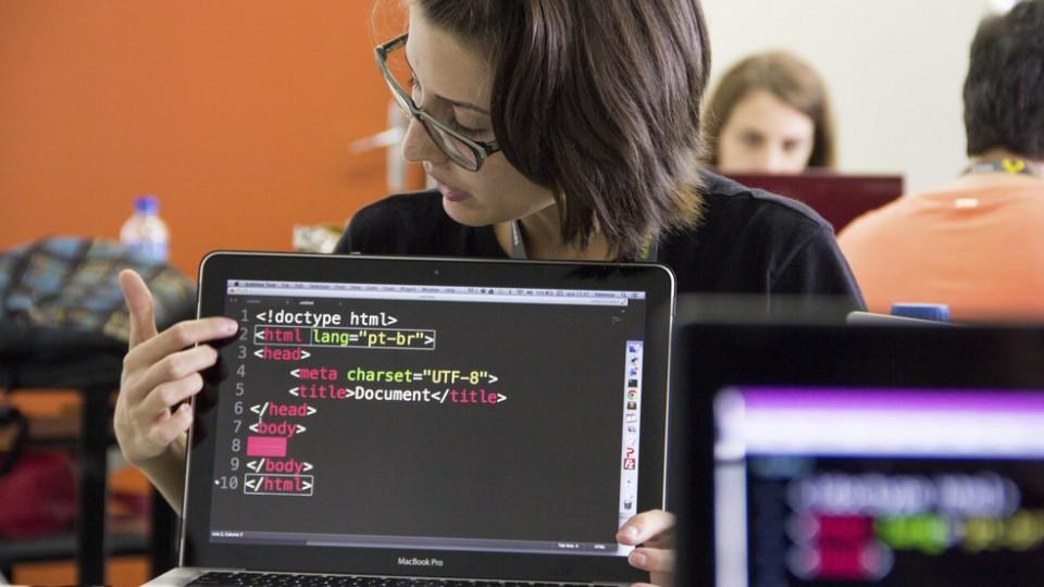 Oficina promovida pela RodAda Hacker no Fórum Internacional Software Livre, em 2014
