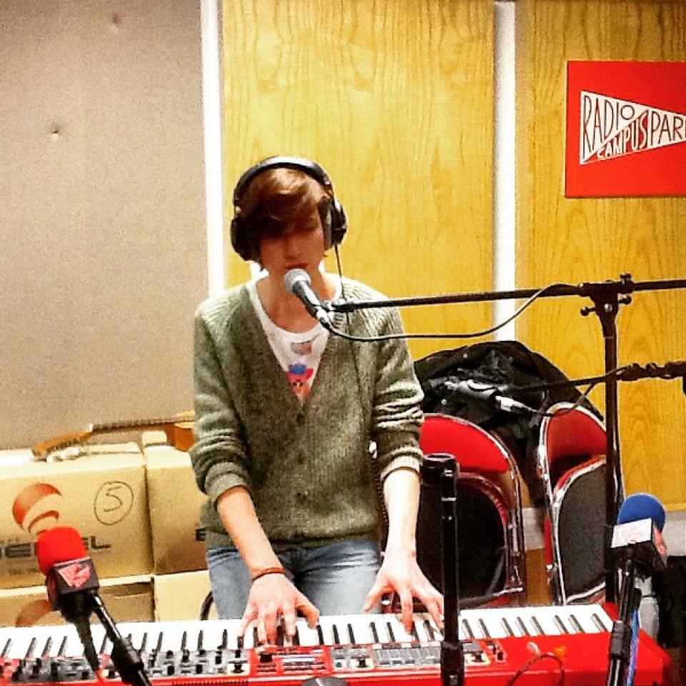 O La Souterraine frequentemente organiza gravações em parceria com a Rádio Campus Paris