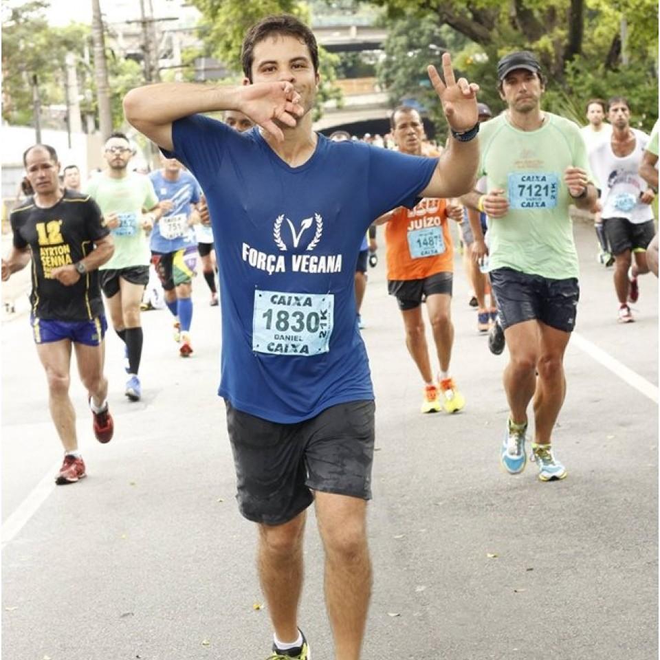 Daniel Caldas, membro da Força Vegana, participa da Meia Maratona Internacional, em São Paulo