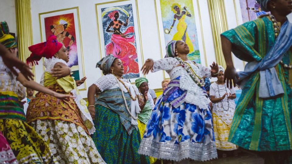 Dança em homenagem aos deuses do candomblé