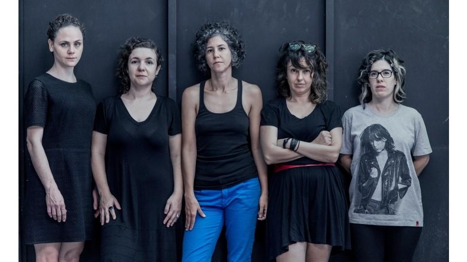 As meninas do Coletivo VERMELHA: Moara, Iana, Manoela, Lillah e Caru