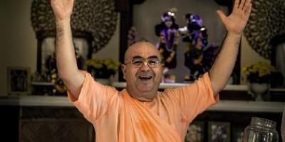 Conheça Chandramukha Sami, um dos gurus brasileiros do hare krishna