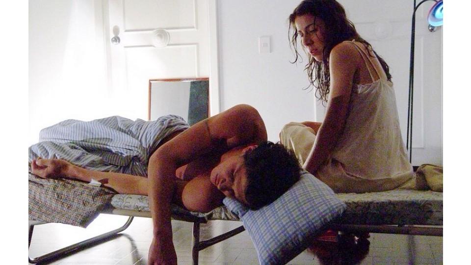 """Em 2005, quando ainda namoravam, na peça """"Fala comigo doce como a chuva"""", dirigida por Thiago Pethit"""