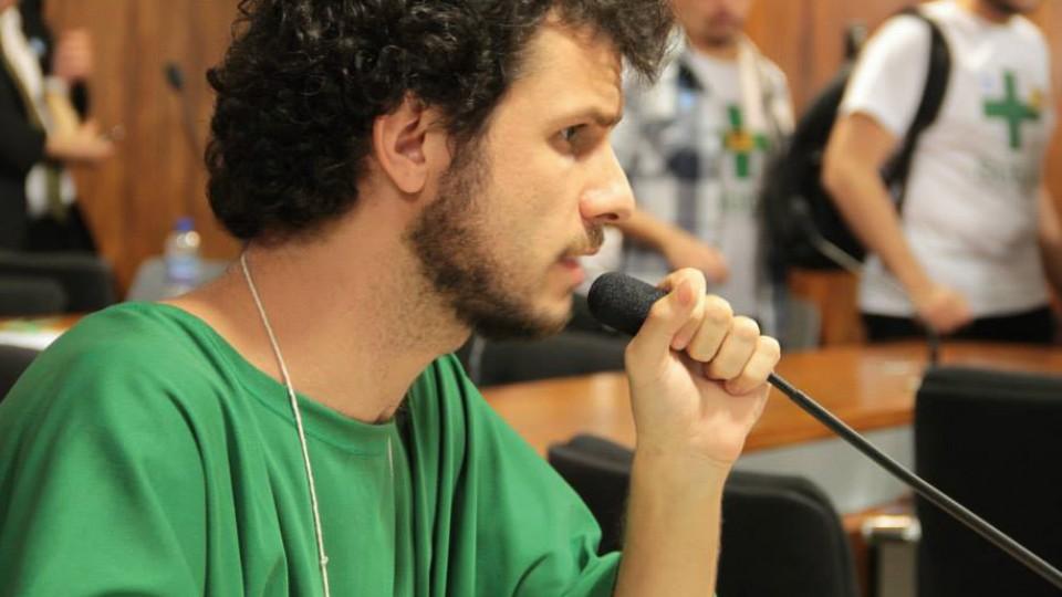 Fernando, ou Profeta Verde, em sessão no Senado Federal sobre a descriminalização das drogas