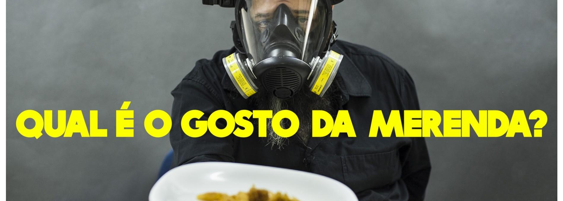O crítico gastronômico Jota Bê almoça merenda de escola estadual de SP