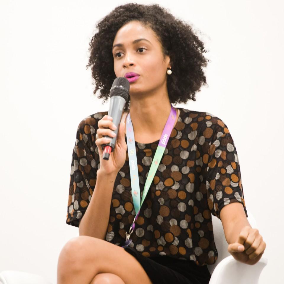 Stephanie Ribeiro durante fala no festival Path